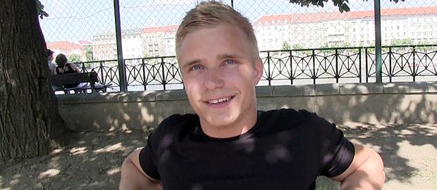 Photo of [Czech Hunter] Episodio 146 con el rubito cañón de 19 años en la pista de fútbol