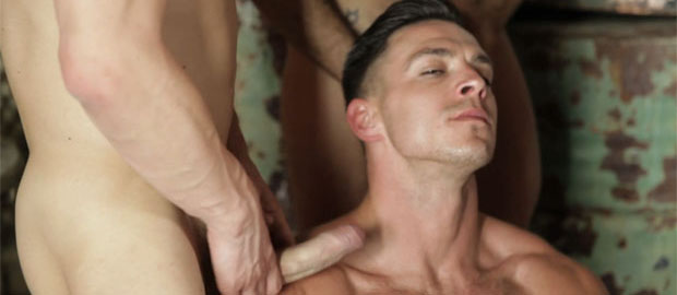 "Photo of El trailer de ""P. O. W., Part 4"" con Gang Bang a Paddy O'Brian"