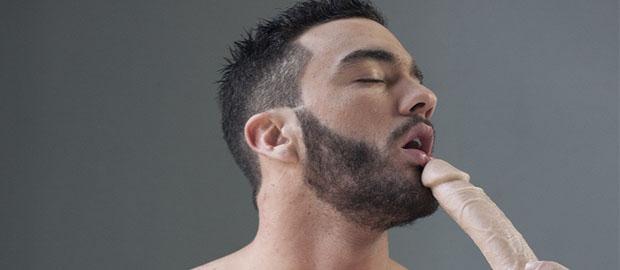 Photo of [Fucker Mate] Alejandro Alvarez juega metiéndose dildos por el culo