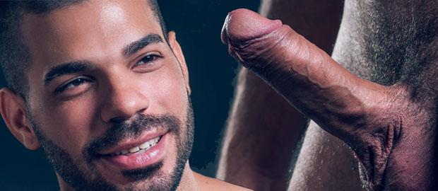 Photo of [Fucker Mate] El semental Hugo Arenas se pajea su espectacular pollón a solas
