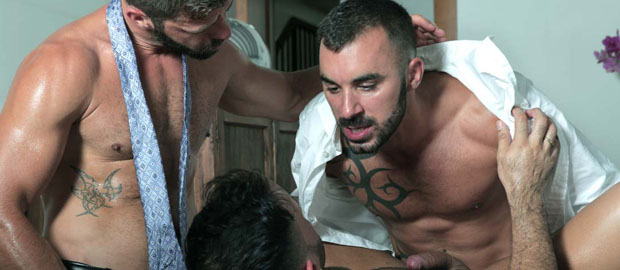 "Photo of [Men At Play] Hector de Silva y Xavi Duran se turnan metiendo rabo a Flex en ""Manservant"""