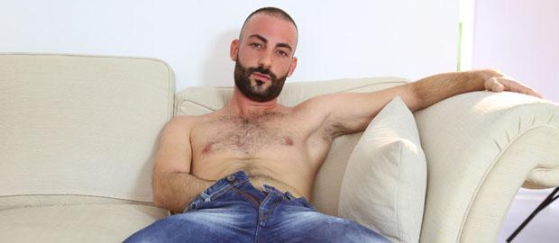 Photo of [Lucio Saints] El atractivo alicantino Dani Basch se hace la primera paja ante las cámaras