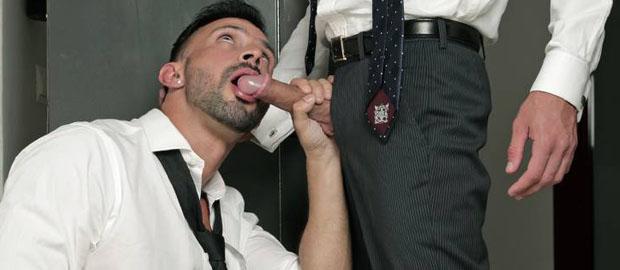 Photo of [Men At Play] Flex le declara su amor a Massimo Piano en la oficina comiéndole la polla
