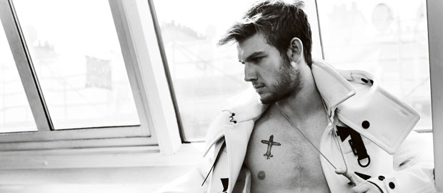 Photo of Las mejores fotografías del modelo y actor Alex Pettyfer (parte 2: The magic one)