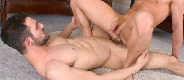 Photo of [Blake Mason] Nathan Raider le enchufa la polla a Andro Maas, le lefa la boca a chorrazos y se hace una paja a solas