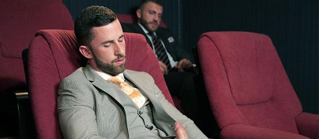 Photo of [Men At Play] Sunny Colucci y Emir Boscatto se follan en la sala de Cine-X 4