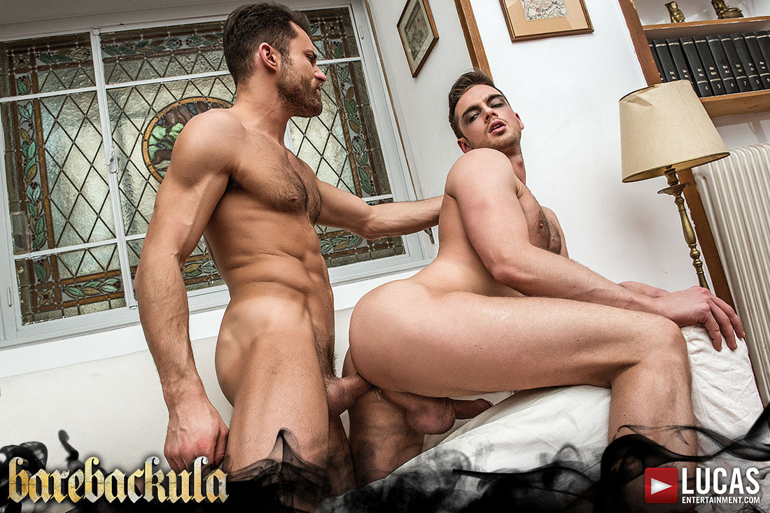 Photo of [Lucas Entertainment] Barebackula Escena 4: James Castle y el conde Damon Heart Barebackula se dan por el culo a pelo