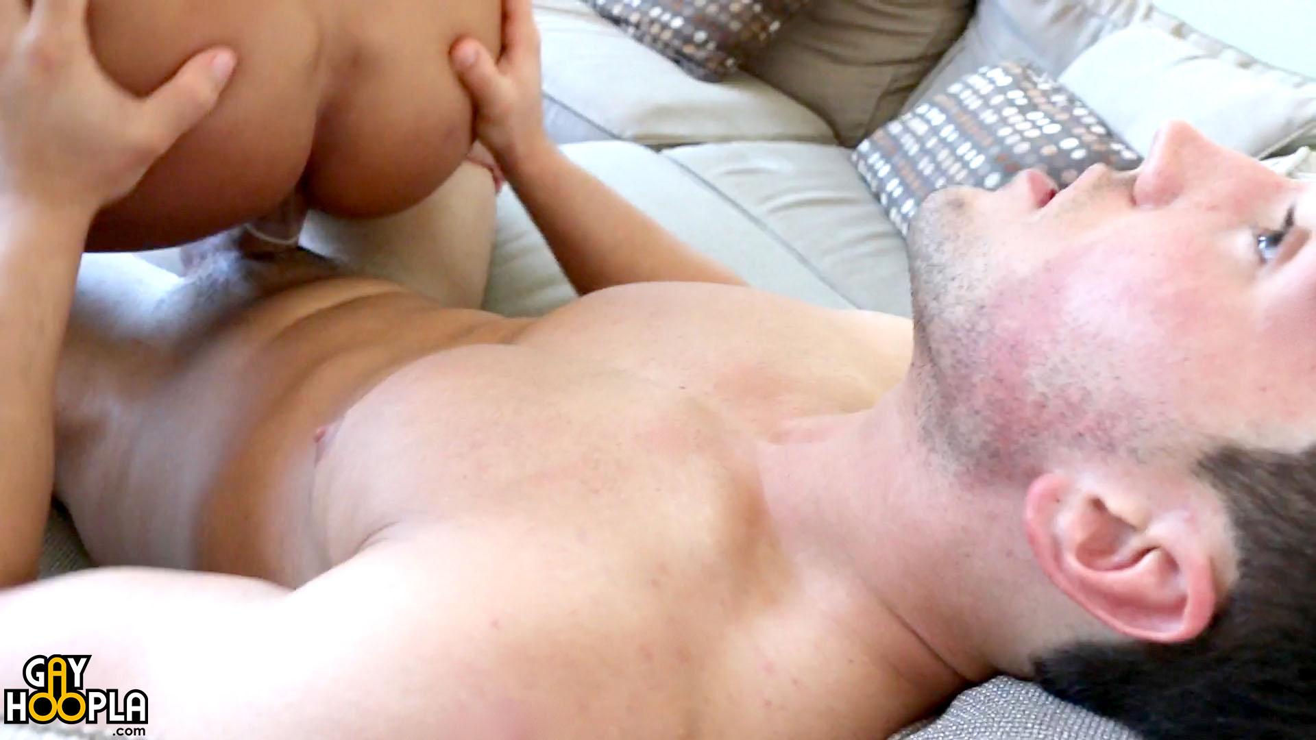 Photo of [GayHoopla] La primera vez de Bobby Effy follándose a un tio con Sean Costin