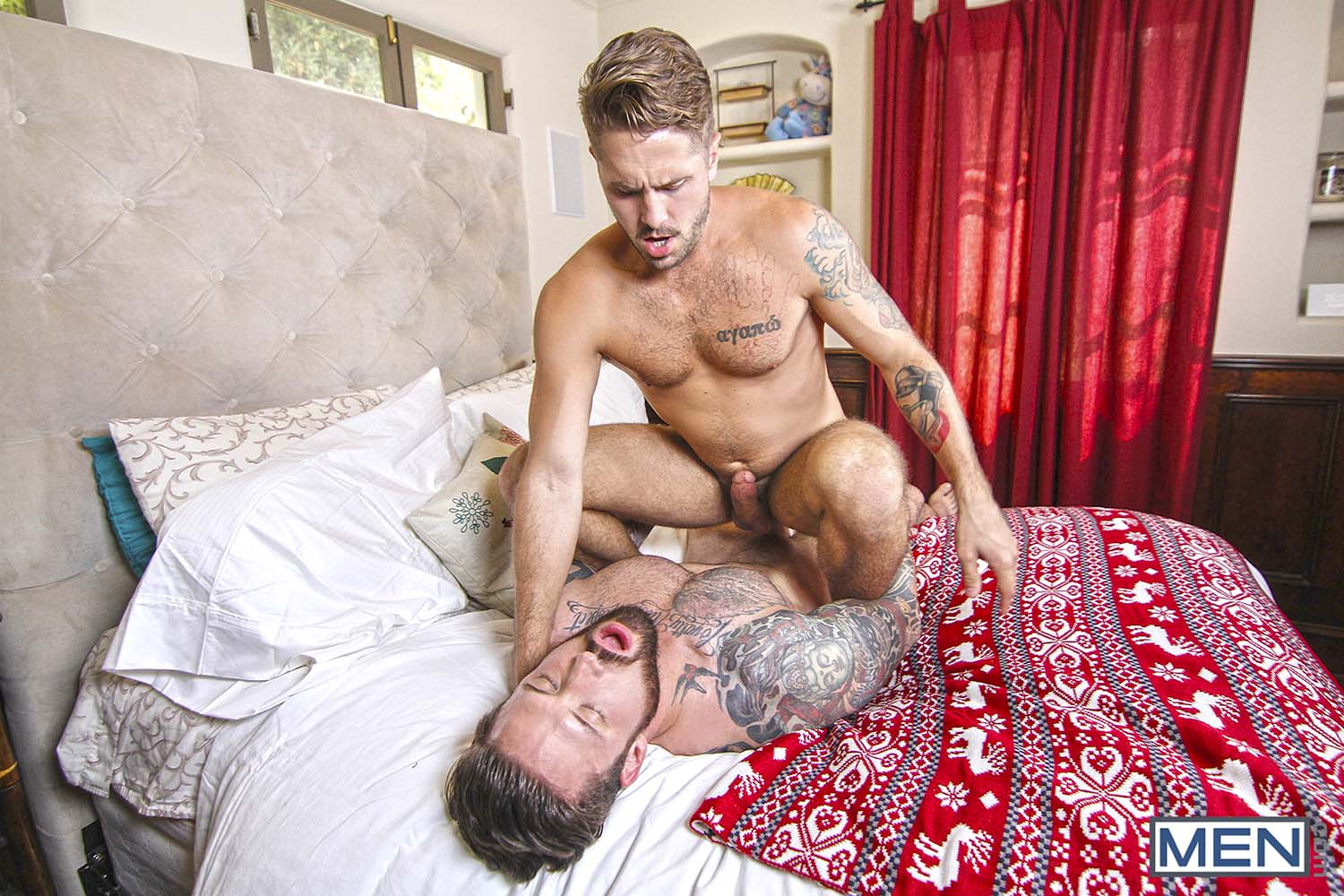 Photo of MEN | El Fantasma de las Navidades XXX Gay (Parte 2) Wesley Woods le recuerda a Jordan Levine el culazo que se follaba