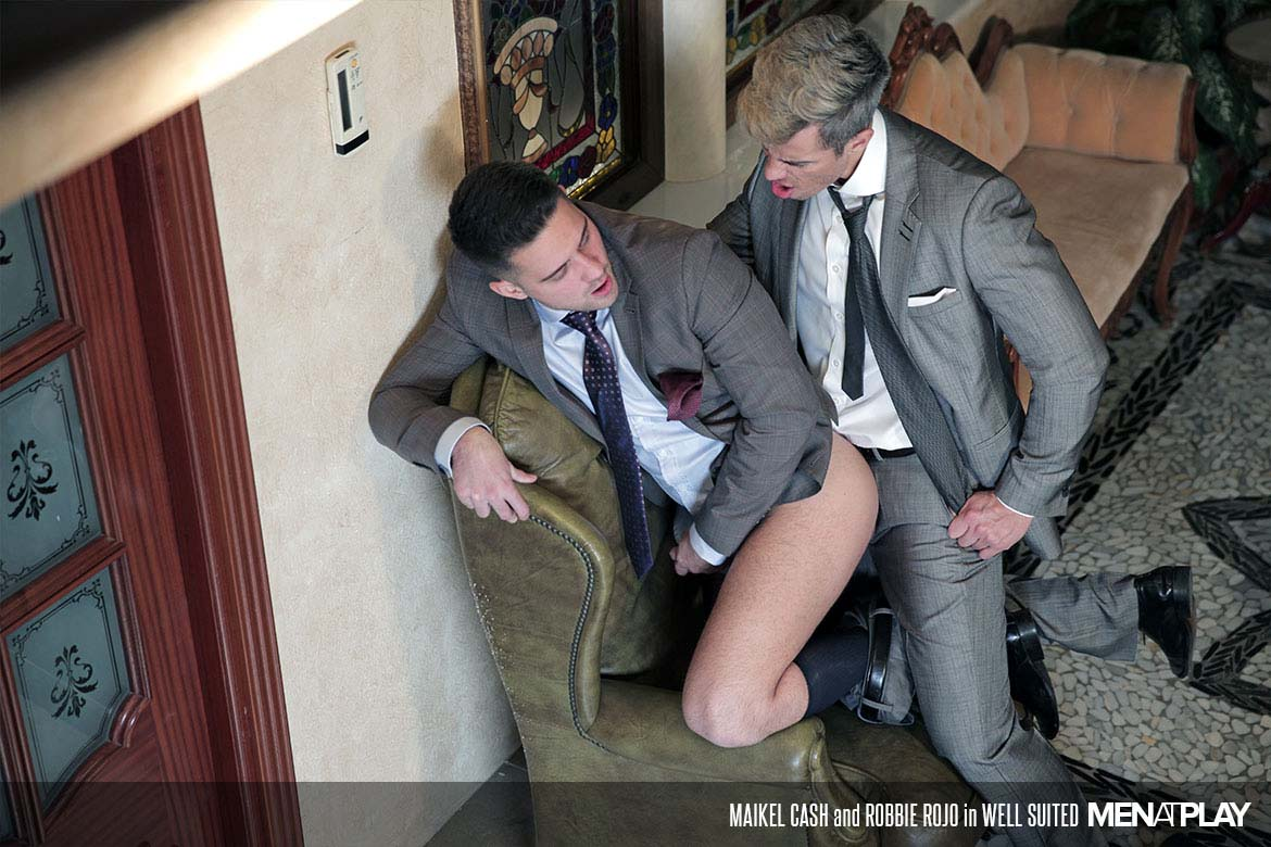 "Photo of Maikel Cash le folla el culo a su hermanastro Robbie Rojo en ""Well Suited"" 
