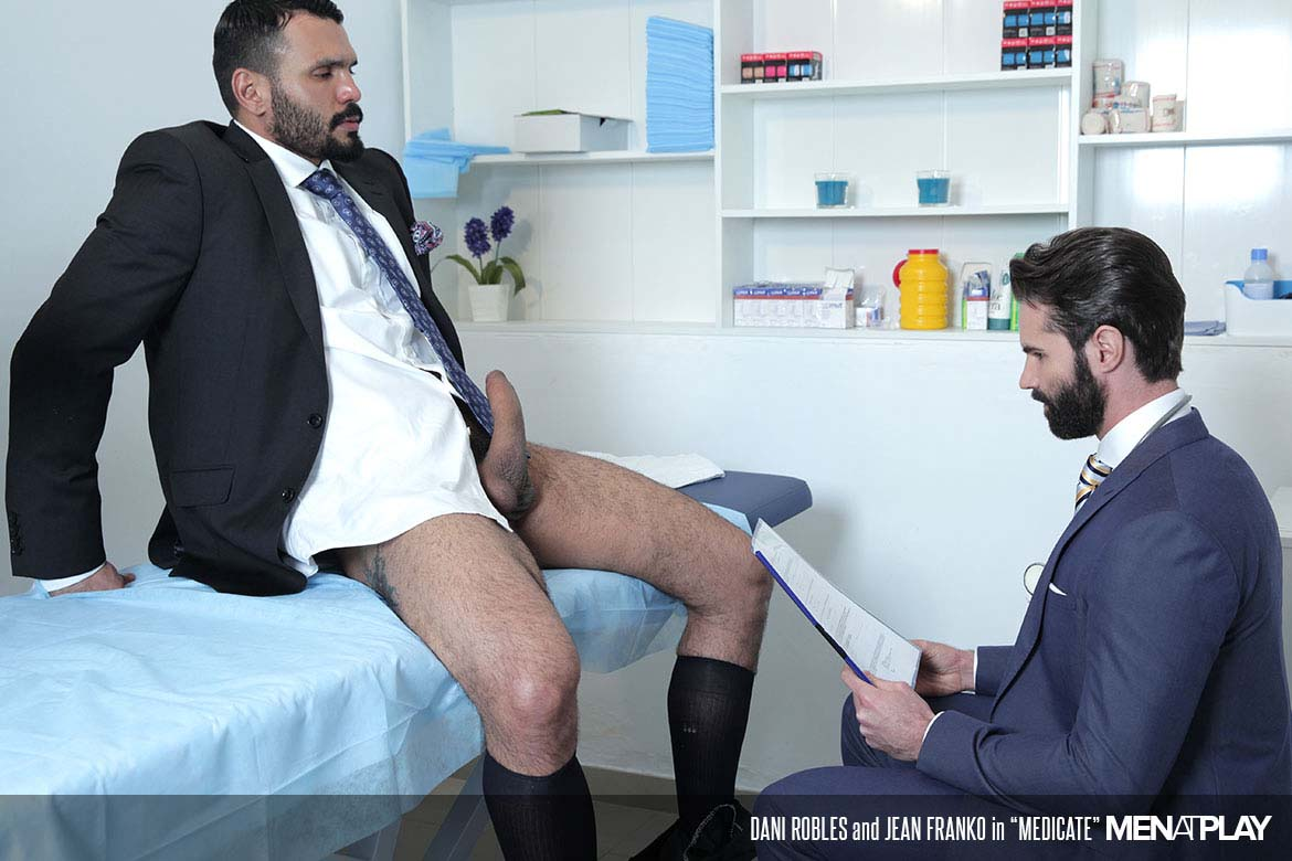 Photo of Jean Franko se folla a su doctor Dani Robles para calmar el dolor de huevos | Men At Play