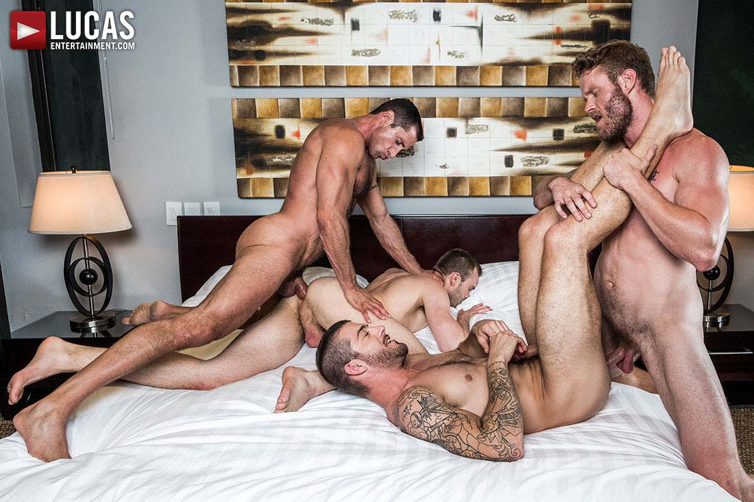 Photo of Shawn Reeve, Nick Capra, Tryp Bates y Jackson Radiz se montan una orgía follando a pelo para celebrar el año nuevo | Lucas Entertainment
