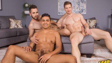Photo of Hector mete doble dildo a Deacon y Asher por el culo y después se los folla a pelo | Sean Cody
