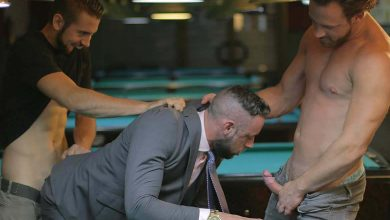 "Photo of Dante Colle y Logan Moore se turnan para follarse a Massimo Piano en el bar en ""Ball Breaker"" 