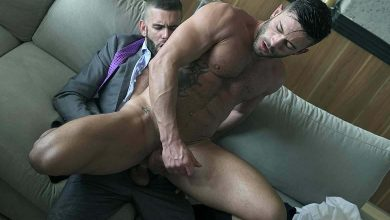 "Photo of Axel Max se folla a Andy Star en el comedor en ""About Last Night"" 