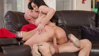Photo of Straight Porn Side: El pizzero Johnny Sins reparte rabo por Navidad | Brazzers