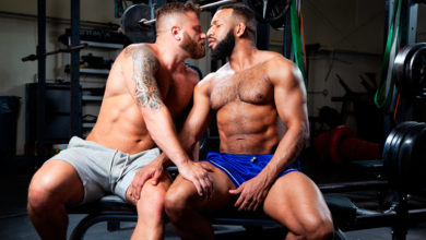 Photo of El entrenador personal Jay Landford penetra el impresionante culazo de Riley Mitchel en el gym | Raging Stallion