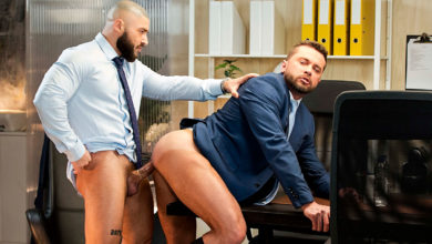 Photo of Francois Sagat se folla a Tyler Berg en el despacho | Men At Play