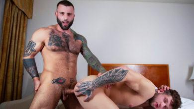 Photo of Tatuados y cachas Markus Kage da por culo a Andrew Green sin condón | MASQULIN