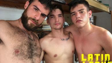 Photo of Mi novio y yo nos follamos a su padre Rodrigo sin condones en el trastero del garaje y hacemos que se corra a lefazos | Latin Leche
