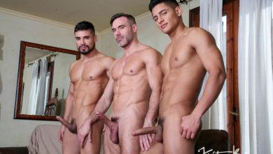 Photo of 3 Amigos: Manuel Skye, Dann Grey y Santiago Rodriguez follan juntos sin condones ejerciendo de mamporreros, haciendo trenecitos y metiéndose doble rabo | Kristen Bjorn