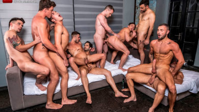 Photo of Orgía a pelo entre 10 machos: Allen King, Michael Lucas, JJ Knight, Max Arion, Colton Grey, Manuel Skye, Ruslan Angelo, Hunter Smith, Jeffrey Lloyd y Dakota Payne | Lucas Entertainment