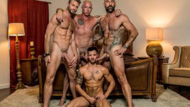 Photo of Drew Sebastian, Link Parker y Ryan Carter se follan sin condones el culazo del guaperas Casey Everett y se corren en su cara | Icon Male