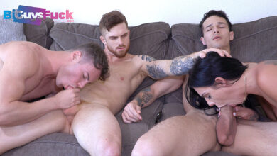 Photo of Dustin Hazel y Jayden Marcos penetran el culazo peludete de su colega Brian Kush y comparten a Desiree Nevada | Bi Guys Fuck