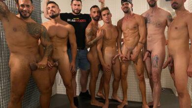 Photo of Gay Porn Now | Viktor Rom se despacha los culazos de Kike Gil y Handrobcn en un bar de Valencia y se mete en una ducha llena de tios calientes y dotados