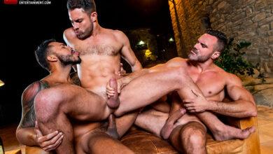 Photo of Viktor Rom, James Castle y Manuel Skye se follan sin condones en la noche fuera de los muros de una casa rural | Lucas Entertainment