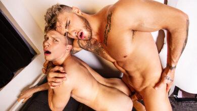 Photo of William Seed es invocado por Ethan Chase, le jode la boca y el culo y se corre a lefazos encima de su cara | MEN